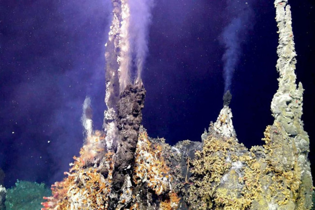 Photo of underwater hydrothermal vent.