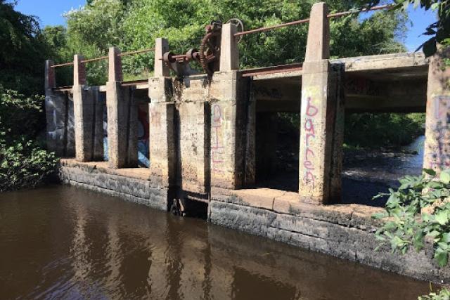 A dam crosses a stream in Massachusetts.