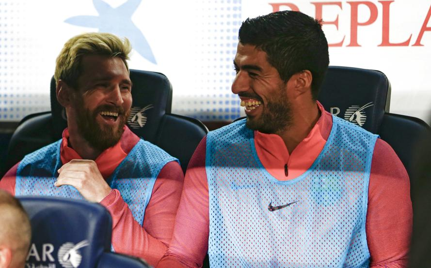 Leo Messi y Suárez comenzaron en el banquillo