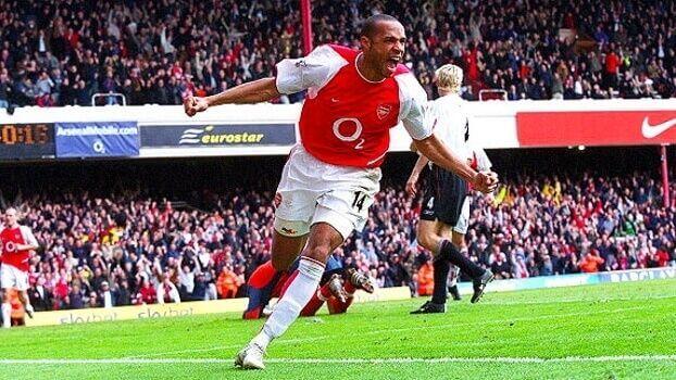 Henry celebra