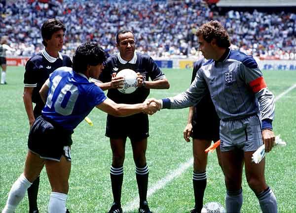 Maradona y Shelton