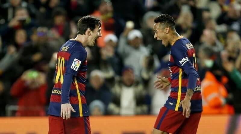 Leo Messi y Neymar celebran el gol al Sevilla