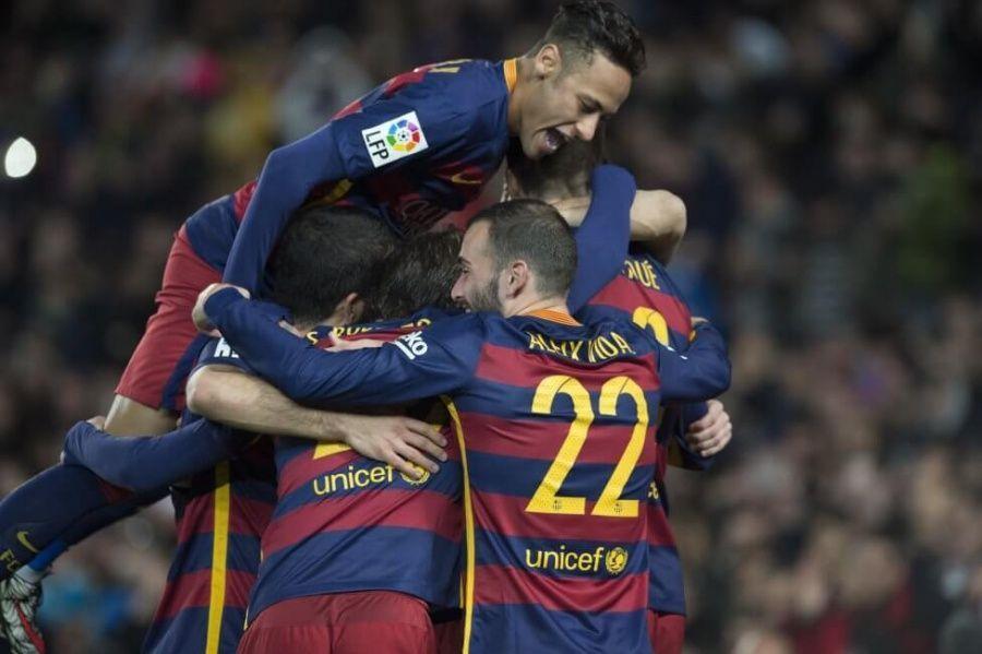 El equipo hace piña para celebrar la victoria ante el Sevilla
