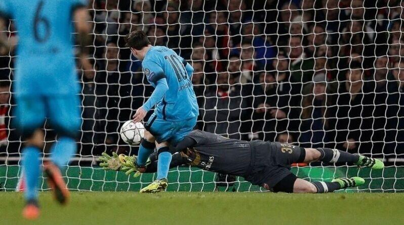 Messi anota el penalti al Arsenal