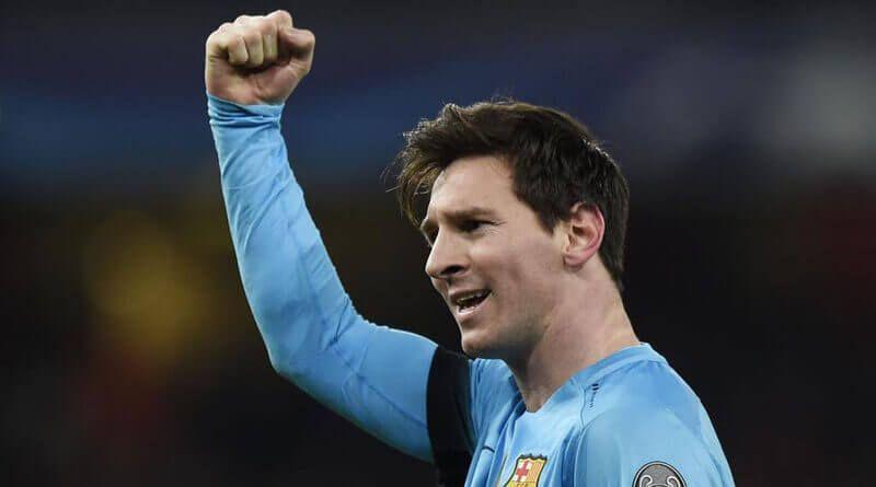Messi celebra uno de sus dos goles en el Emirates