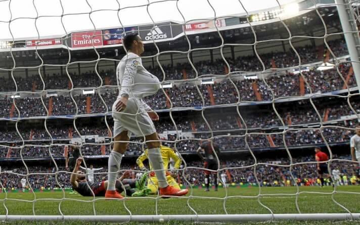 Cristiano se lleva el balón tras su póker de goles al Celta