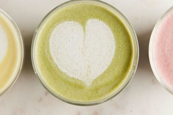 Elderberry and Matcha Latte: healthy coffee alternatives