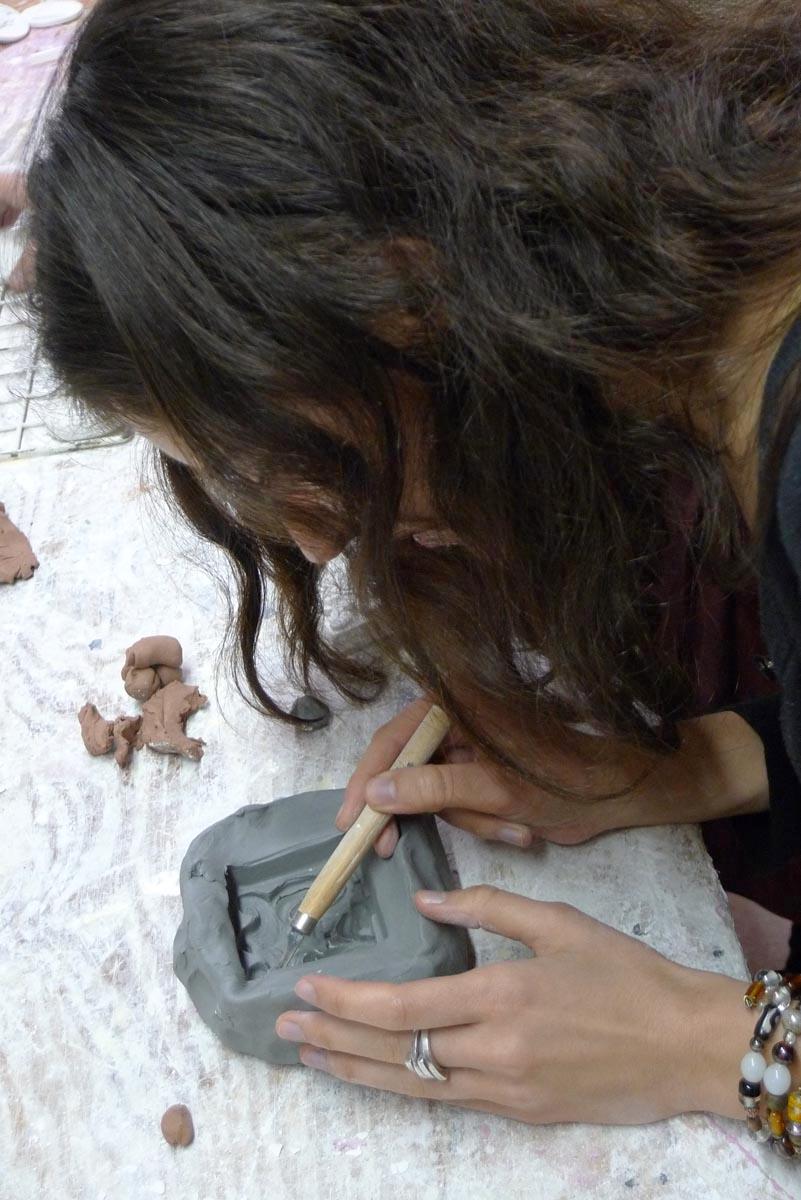 Student make a mold for a plaster cast. Photo: FrancescaBewer.