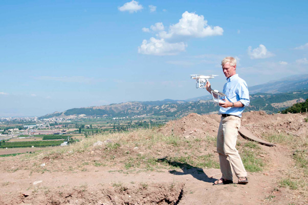 Nick Cahill, director of the Archaeological Exploration of Sardis, prepares Icarus for takeoff.