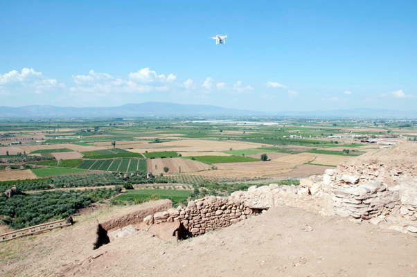 Icaruscan be flown up to 2 kilometersaway from the operator and to heights of nearly 500 meters.