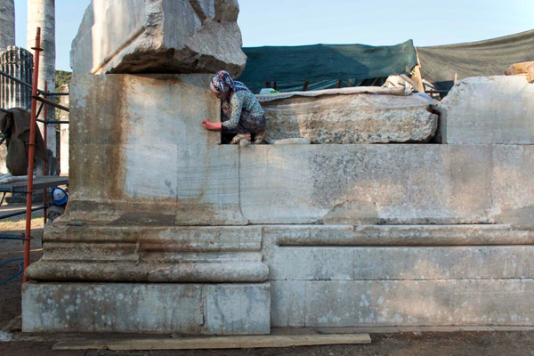 A group of local women have been trained by Sardis conservators in a new cleaning process to kill the bacteria that discolor the marble and support lichen growth, returning the stone to its original appearance without damage.