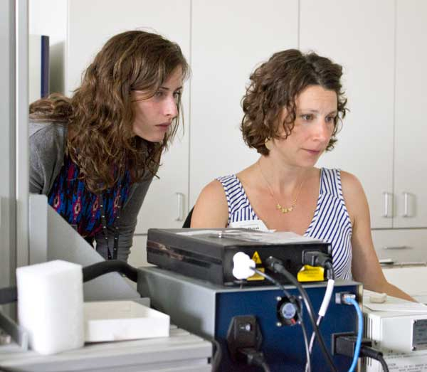 Erin Mysak, former Fellow, and Georgina Rayner perform Raman spectroscopy. Photo: Zak Jensen.