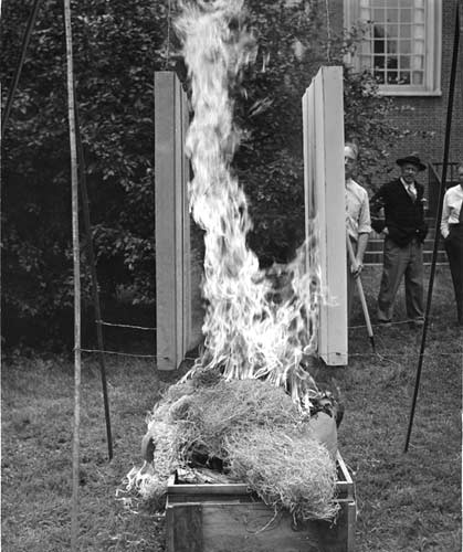 Rutherford J. Gettens tests fire-retardant varnish on makeshift paintings outside the Fogg Museum, August 1942. Courtesy Harvard Art Museums Archives.