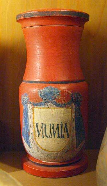 An apothecary's mumia container, German, 18th century. Courtesy Wikipedia Commons. Photo: Bullenwächter.