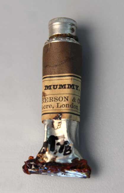 Tube of mummy brown pigment purchased from C. Roberson during the early 1900s. Forbes Pigment Collection, Harvard Art Museums, Straus.17.Photo:R. Leopoldina Torres.