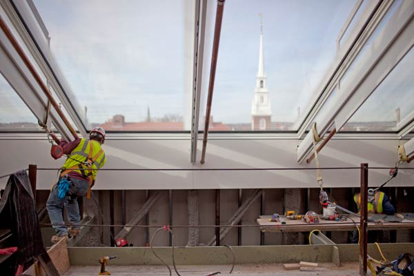 Installation of the steel and glass rooftop.