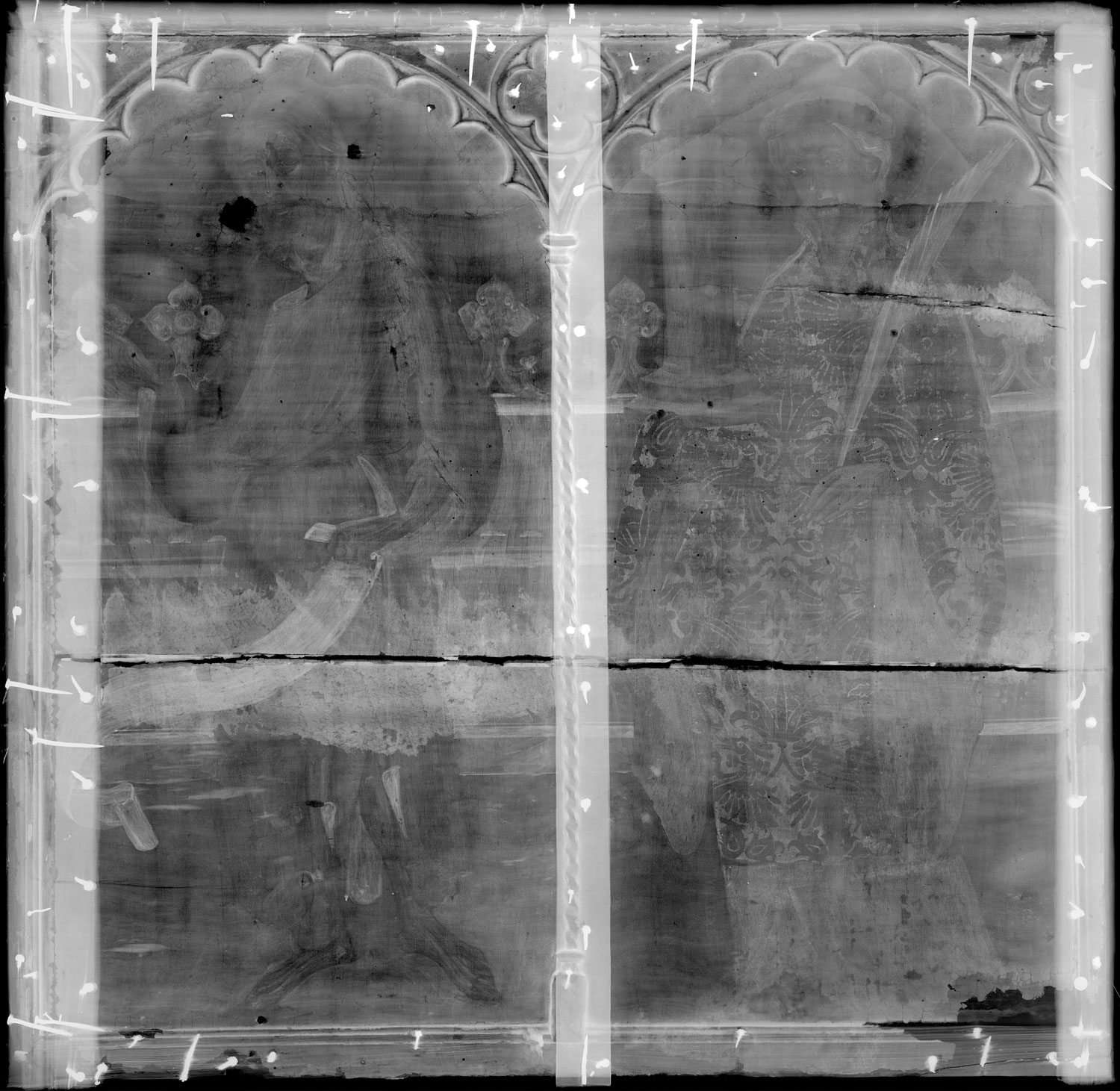 An X-ray of the Saint Barbara and Saint John panel highlights the horizontal seam between two slabs of wood. The crack aligns with the corresponding panel of Saint Catherine and Christ in the National Art Museum of Catalonia, suggesting the two panels were made from the same pieces of wood.