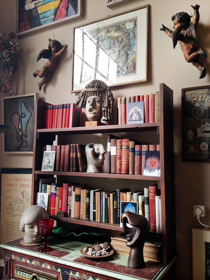 Roth also visited Jeanne Mammen's live-in studio, where the sculpture Hermaphrodite (middle shelf; on loan to Inventur) was displayed on the artist's bookcase. Mammen's studio is located on the Kürfürstendamm in Berlin, the artist's home from the 1920s until her death in 1976. Today it is maintained by an association in support of her work.