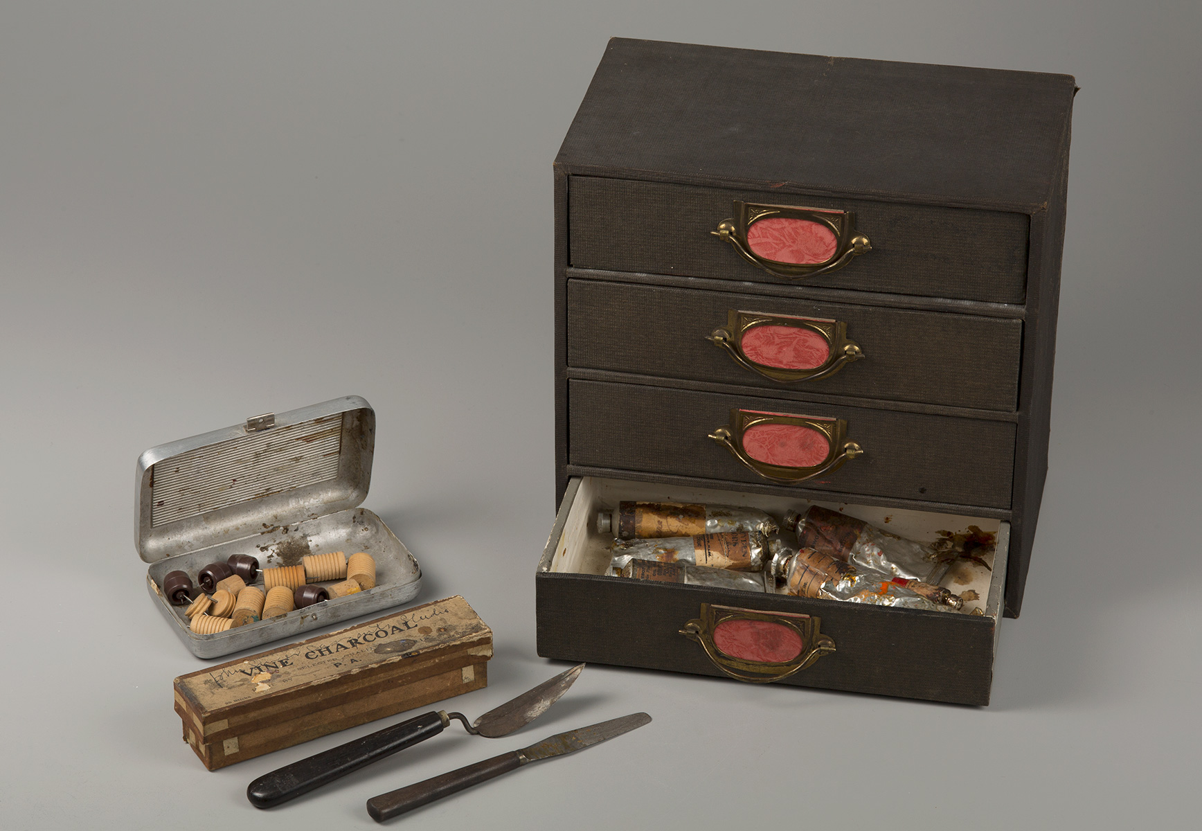 One of Sargent's paint boxes—still containing supplies—is also part of the museums' collections.
