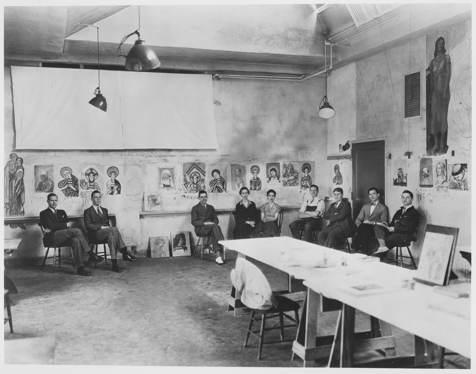 Black and white photograph of Edward Waldo Forbes and eight students sitting in chairs in a classroom in the Fogg Museum.