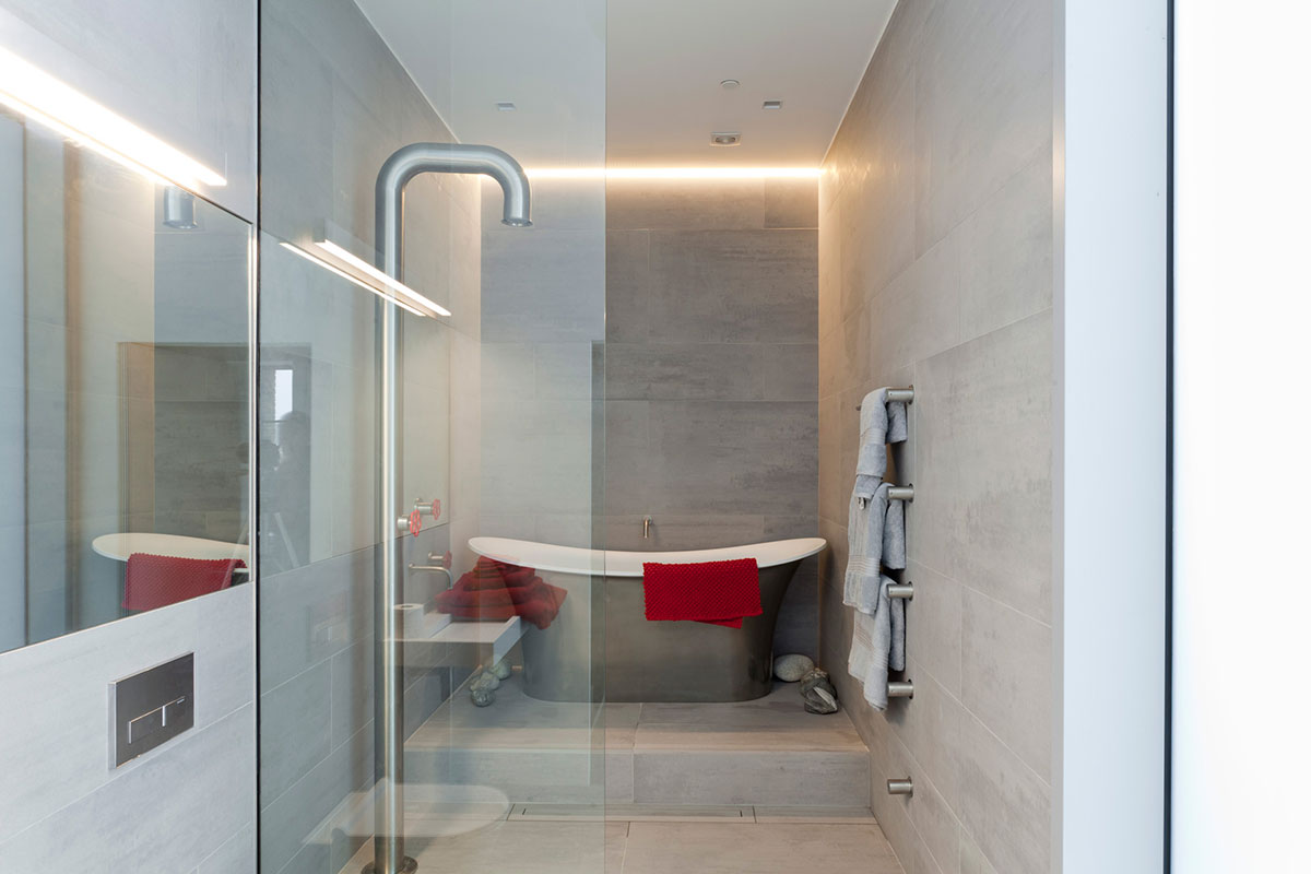 Mosa tiles help revive two historic homes for Bathroom interior design london