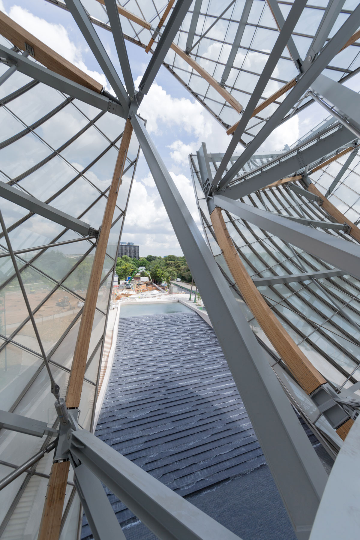 Frank gehry 39 s epic louis vuitton foundation opens next week - Frank gehry louis vuitton ...