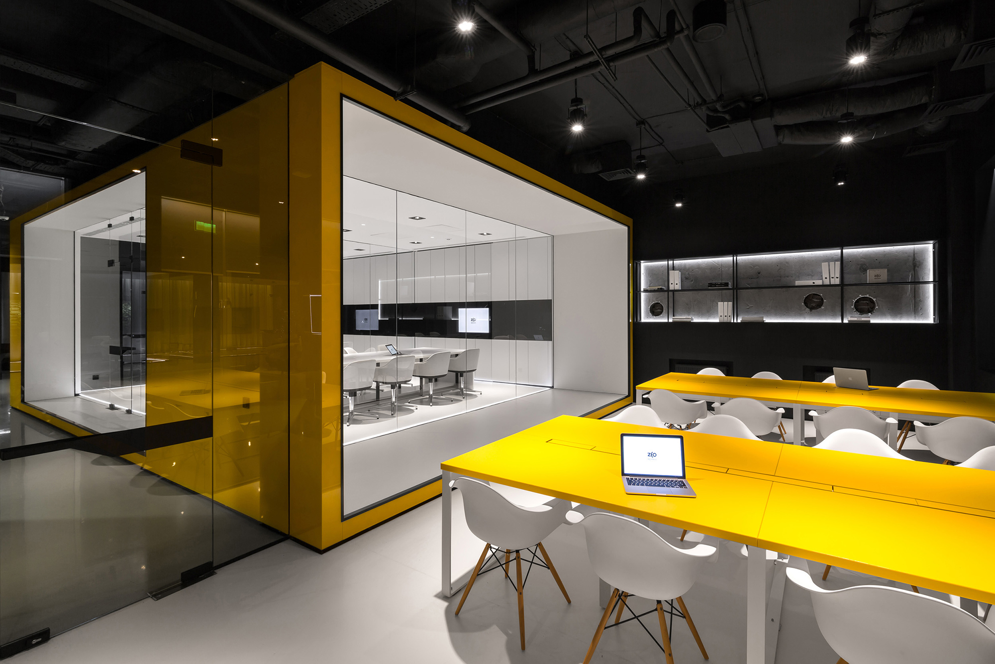 Cutting edge design projects win 2016 iida global for Office design awards