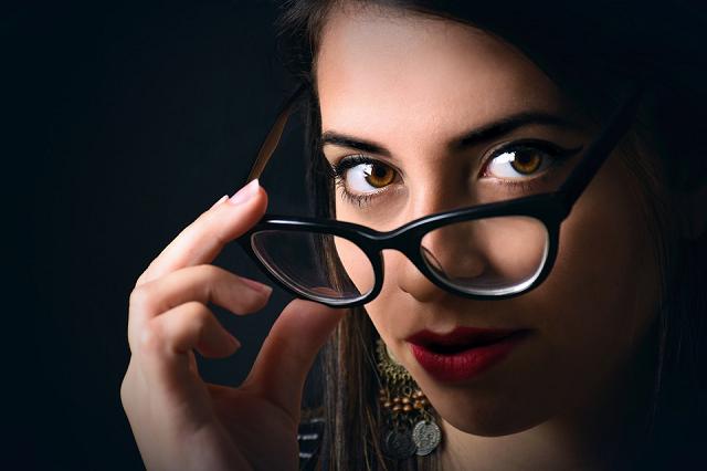women-glasses 3588527_960_720