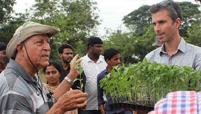 TAU Prof Ram Fishman and agricultural expert Omar Zaidan explain seedling use to farmers in India Credit the Nitzan Lab