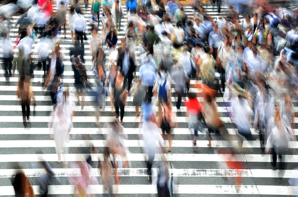 Mass suicide Life pedestrians-People – mass Busy Movement Hectic Japan Osaka by B_Me Pixabay 400811_960_720