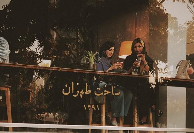 People in Iran (Unsplash)