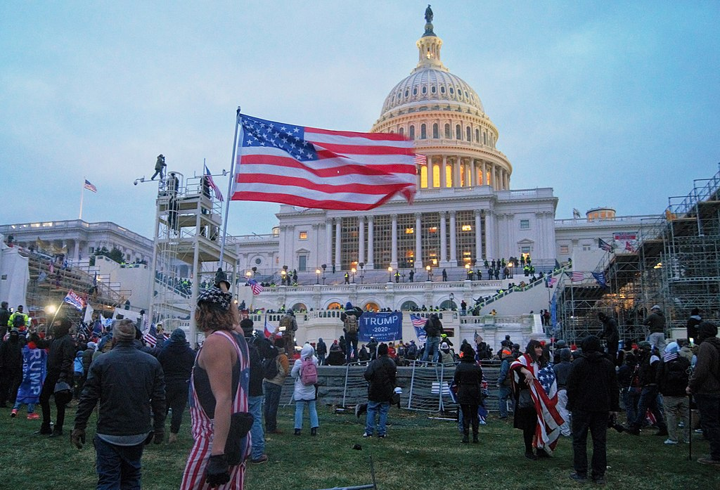 Washington 2021_storming_of_the_United_States_Capitol_09_(cropped) – WIKIPEDIA Biden's inauguration