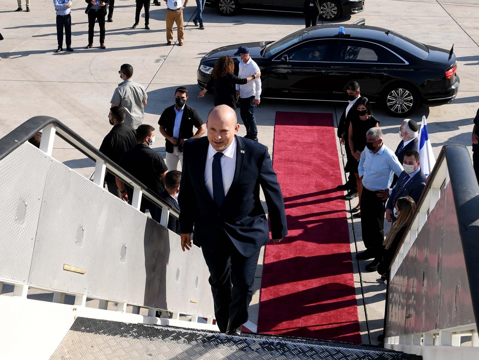 PM Bennett leaves for Washington credit Avi Ohayon (GPO)