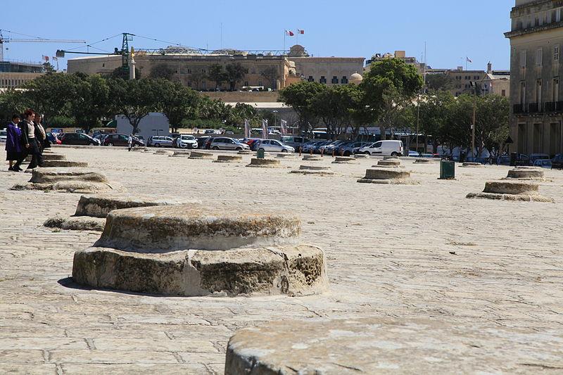 Malta – Floriana – Pjazza San Publju – The Granaries – Wikimedia Commons