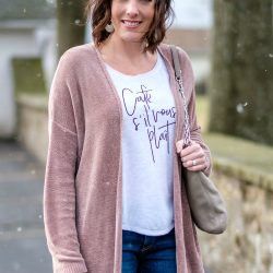Casual Outfit Formula: Long Cardigan + Tee + Jeans + Boots