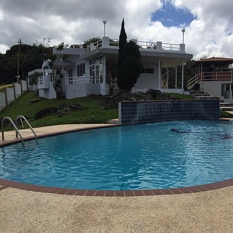 se renta hermosa casa con piscina para rentar alquilar en
