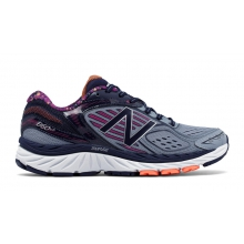 Women's 860v7 by New Balance in Squamish British Columbia