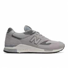 840 Men's Running Classics Shoes by New Balance