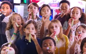Chuck E Cheese Goes For PartyBlower Guinness Record 05192017