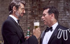 dos equis rob riggle give fans chance for statue in college