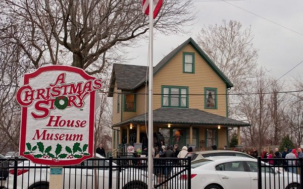 a block party in cleveland will be the place to be this coming sunday night december 17 when fans of a christmas story convene to watch fox tvs live - What Year Did A Christmas Story Take Place