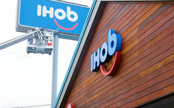 initiative and droga5 aimed to shift people s perceptions of ihop as a spot for weekend breakfasts to an eatery for lunch dinner and weekday breakfasts