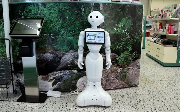 Retailers Warm To Robots Engaging With Customers
