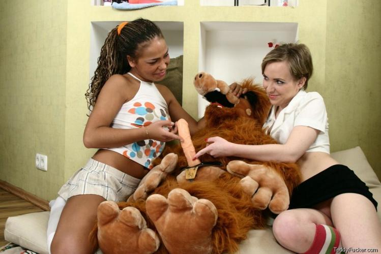 Women having sex with a teddy bear-7047