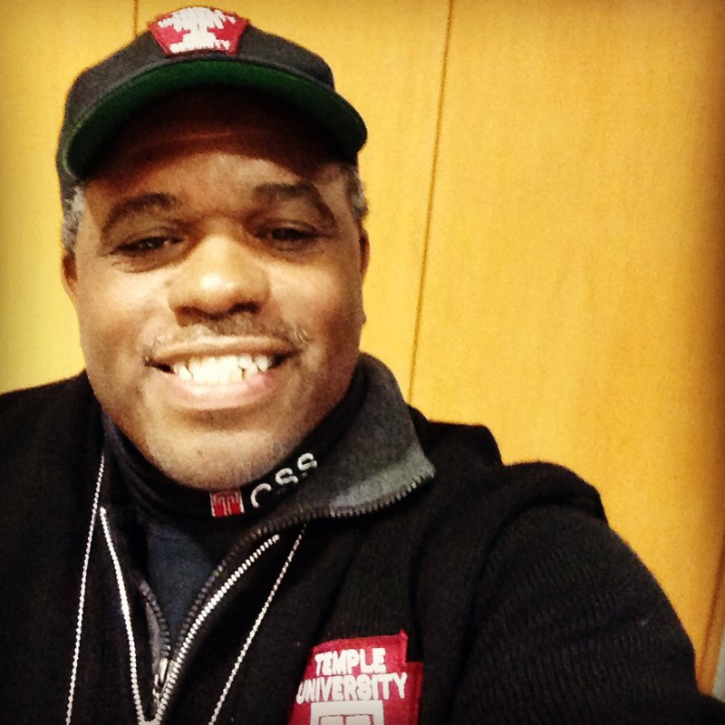 What a security guard's selfie can teach PR pros about social media