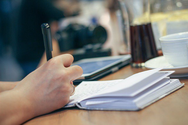 3 important things to know before you pitch a freelance journalist