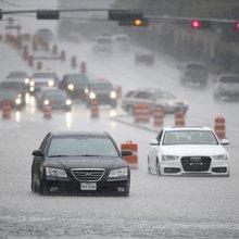 Heavy rainfall triggers flooding around Texas
