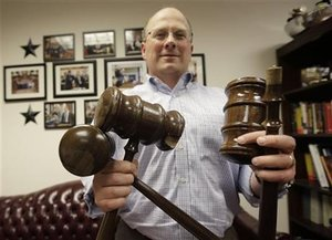 Strong-armed Texas state lawmaker leaves gavels in pieces