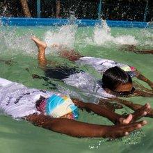 Bangladeshis take plunge in world's biggest swim lesson