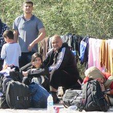 """À Lesbos, """"les migrants seront bientôt plus nombreux que les locaux"""" - France 24"""